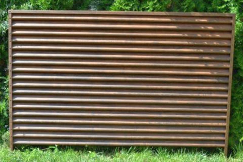 забор жалюзи под дерево